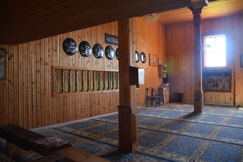 Inside the Fatima Stantrukova mosque.JPG