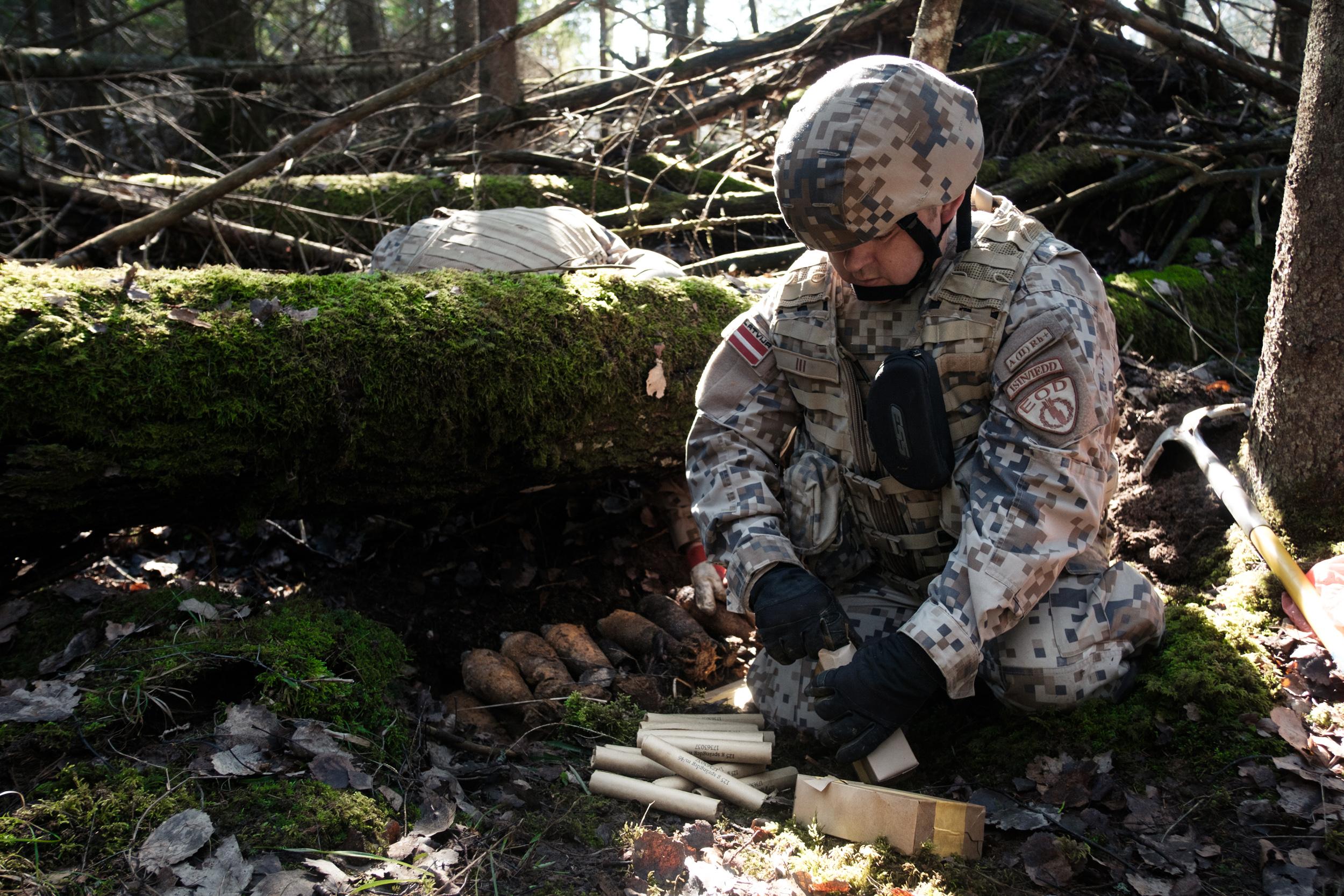 EOD techs prepare to safely detonate Russian mortars found in Zvārde.